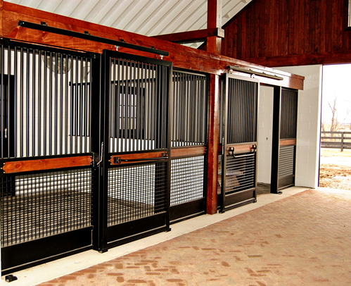 Our Lucas Equine design experts will help you select the best features for your style, your needs and your budget.