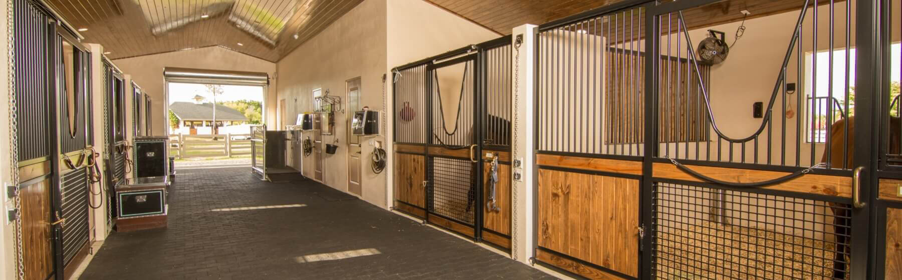 Horse stalls barn doors stall fronts equine equipment for Horse stall door plans