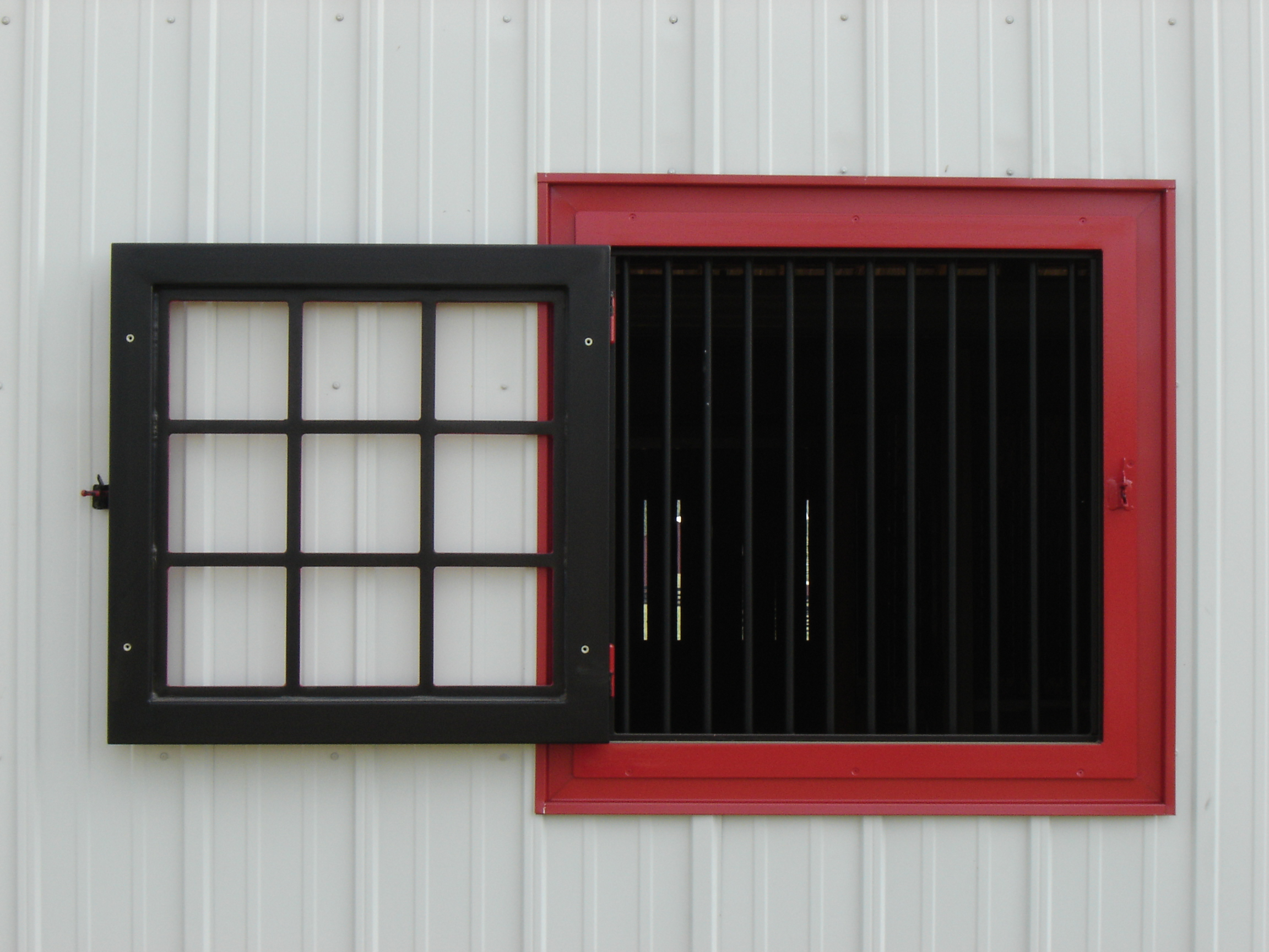 Image gallery horse barn windows for Window horses
